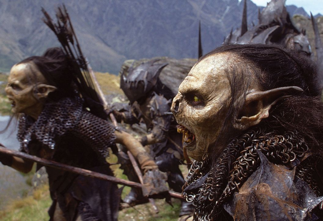 Gefährliche Gegner: Die Gemeinschaft wird von schrecklichen Orks verfolgt, die der böse Zauberer Saruman züchtet ... - Bildquelle: Warner Brothers