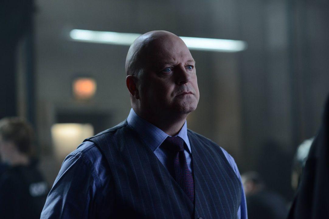 Nachdem Gordon von Barbara entführt wurde, macht sich Barnes (Michael Chiklis) Sorgen um ihn ... - Bildquelle: Warner Brothers