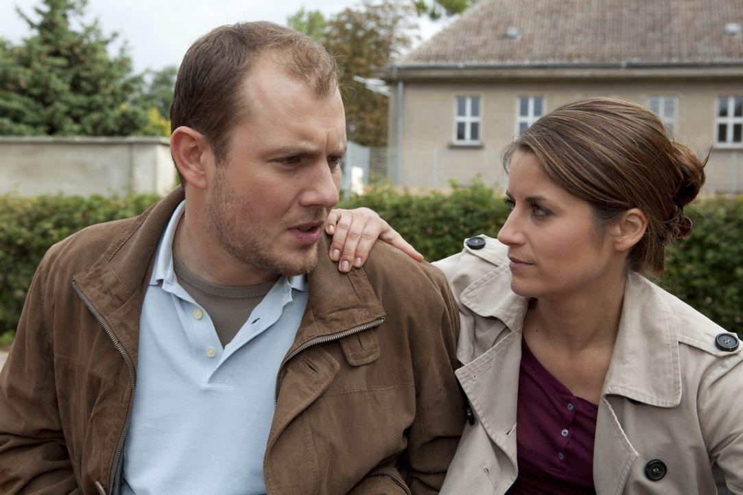 Als Michael Bea (Vanessa Jung, r.) um Miriams Nummer für seinen Bruder Sebastian fragt, macht sie sich daran, die Beziehung zwischen Piet (Oliver P... - Bildquelle: SAT.1