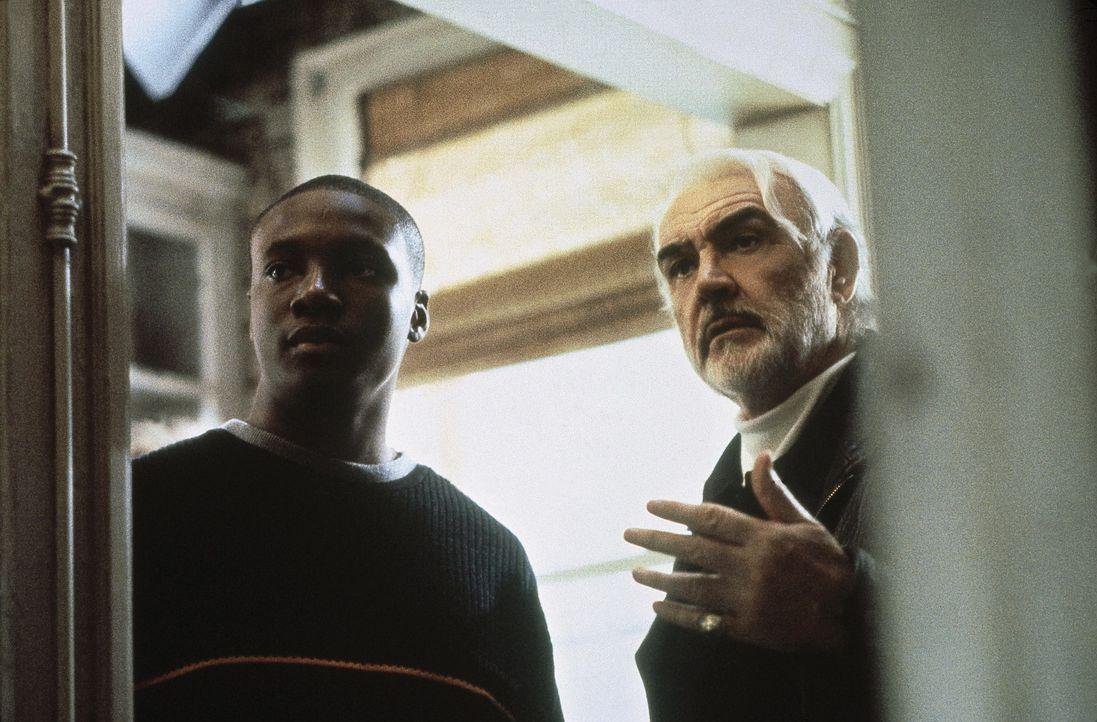 Schon bald freunden sich das intelligente Ghettokind Jamal (Rob Brown, l.) und der Pulitzer-Preisträger Forrester (Sean Connery, r.) an und treten... - Bildquelle: Columbia Pictures