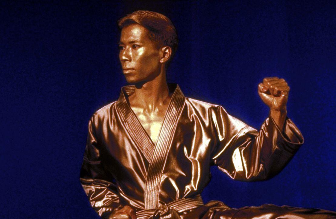 Der Pokal (Vien Hong), den Sabrina bei den Meisterschaften gewonnen hat, beginnt plötzlich zu sprechen ... - Bildquelle: Paramount
