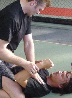 Zum MMA-Kampf gehört auch der Bodenkampf (Grabbling). - Bildquelle: Susanne Brandes - Sat.1