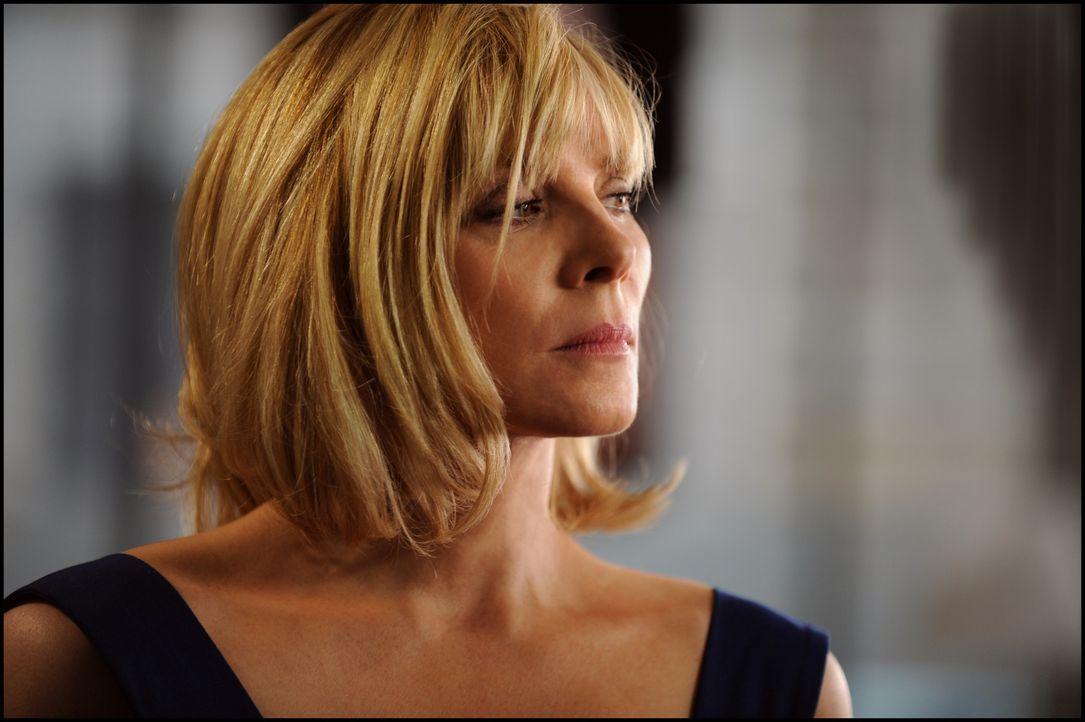 Amelia Bly (Kim Cattrall) ist die persšnliche Assistentin des ehemaligen britischen Premierministers. Sie leidet vor allem unter der Eifersucht von... - Bildquelle: Kinowelt GmbH
