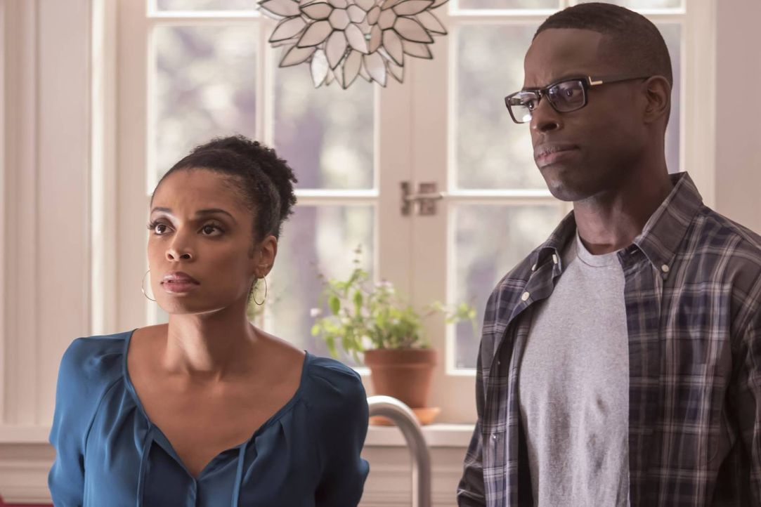 Werden mit etwas unerwartetem überrascht: Randall (Sterling K. Brown, r.) und Beth (Susan Kelechi Watson, l.) ... - Bildquelle: Ron Batzdorff 2016-2017 Twentieth Century Fox Film Corporation.  All rights reserved.   2017 NBCUniversal Media, LLC.  All rights reserved.