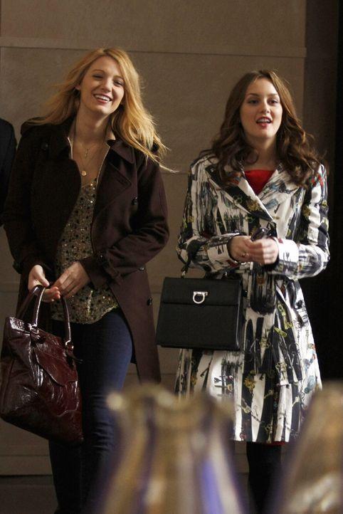 Zum Leidwesen von Chuck und Serena (Blake Lively, l.) entdeckt Blair (Leighton Meester, r.) ihre wilde Seite wieder .... - Bildquelle: Warner Brothers
