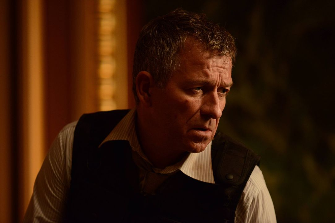 Versucht alles, um sich und Bruce Wayne zu retten: Alfred (Sean Pertwee) ... - Bildquelle: Warner Brothers