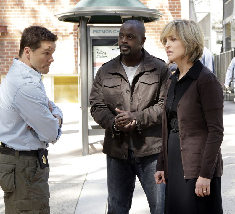 Bei ihren Ermittlungen stoßen Coby (Dylan Bruno, l.) und David (Alimi Ballard, M.) auf Susan Doran (Jill Eikenberry, r.). Doch hat sie etwas mit de... - Bildquelle: Paramount Network Television
