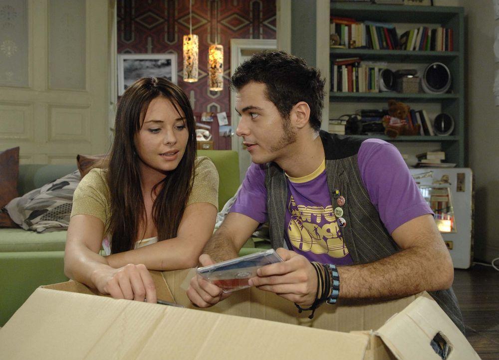Paloma (Maja Maneiro, l.) und Maik (Sebastian König, r.) verbringen einen schönen Abend miteinander ... - Bildquelle: Sat.1