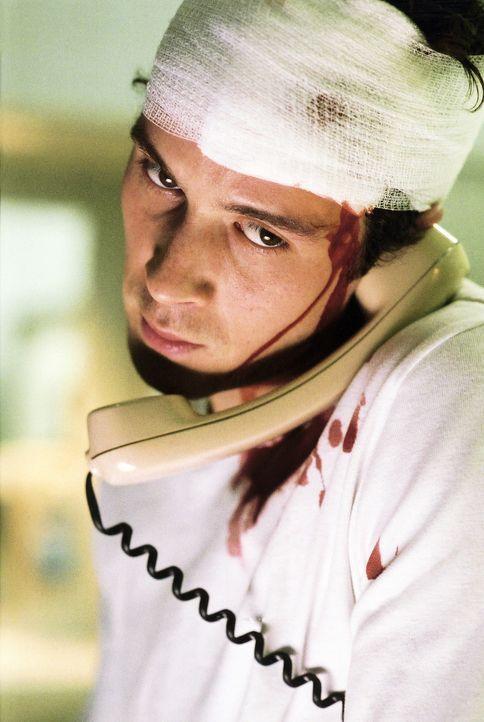 Erkennt, dass er selbst zu Versuchsperson wurde: Der Student Jo Hauser (Barnaby Metschurat) - Bildquelle: 2004 Sony Pictures Television International. All Rights Reserved.
