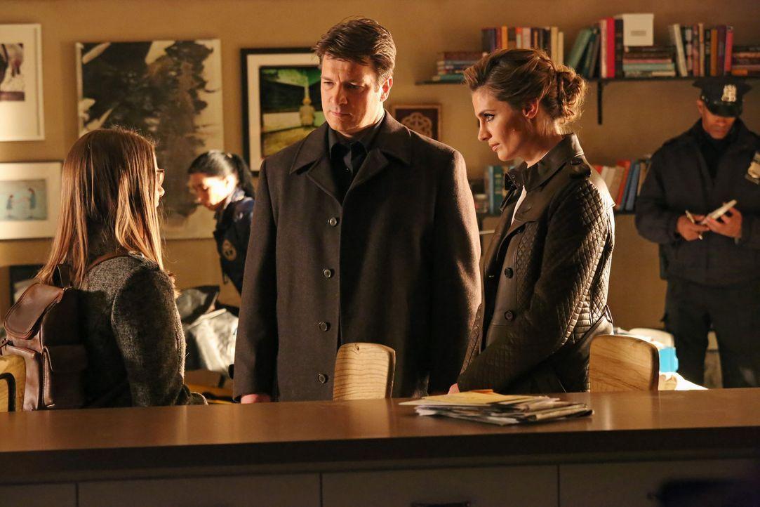 """Nachdem eine junge Frau, drei Tage nach dem Anschauen einer """"verfluchten DVD"""" starb, beginnt für Richard Castle (Nathan Fillion, M.) und Kate Becke... - Bildquelle: ABC Studios"""
