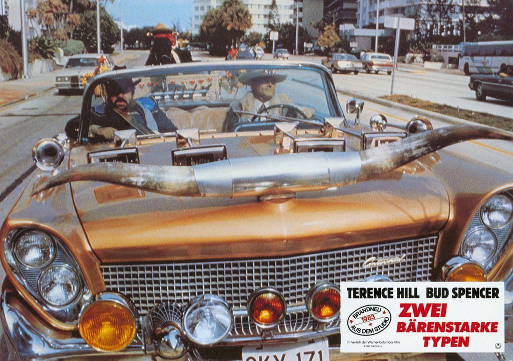 Genießen ihr Leben als CIA-Agenten: die Kleinganoven Roscoe (Terence Hill, r.) und Doug (Bud Spencer, l.) ... - Bildquelle: Warner Brothers