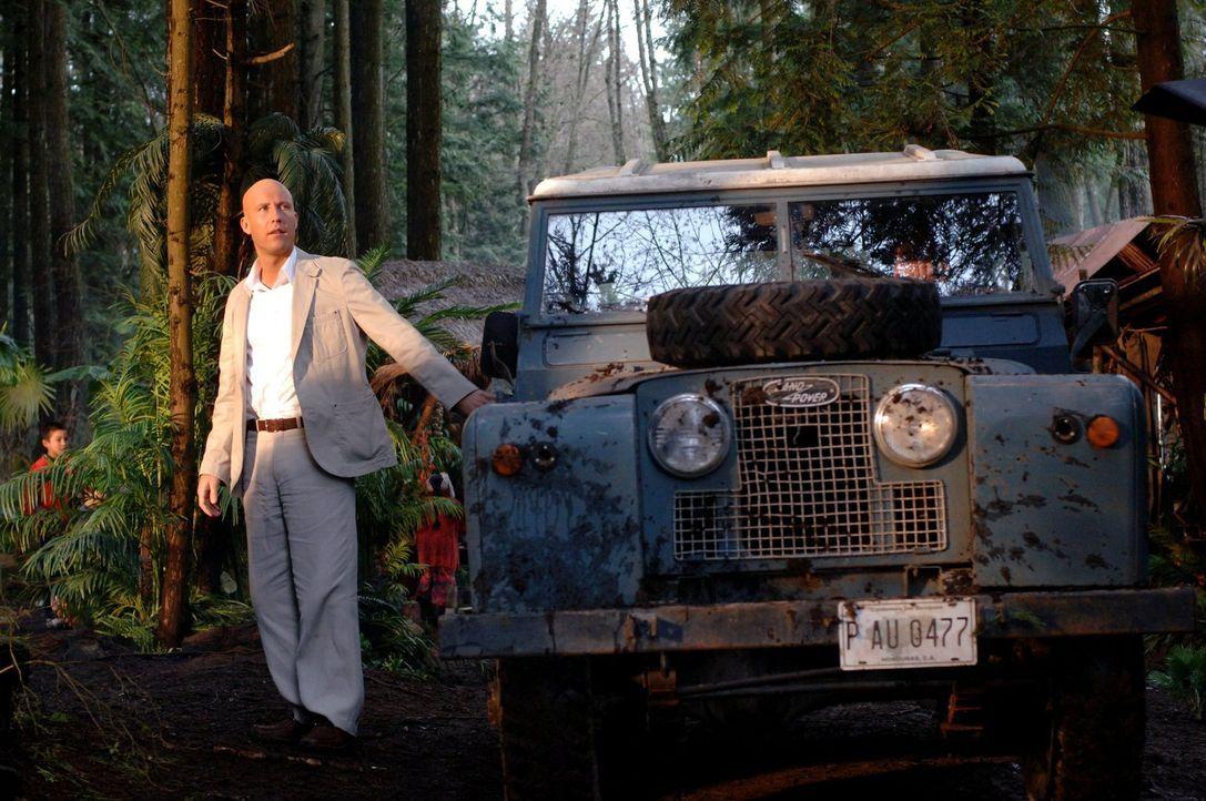 Als Lex Luthor (Michael Rosenbaum) erfährt, dass Professor Fine noch lebt, macht er sich sofort auf die Suche nach ihm ... - Bildquelle: Warner Bros.