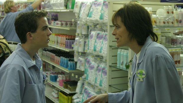 Bei seinem neuen Job lernt Malcolm (Frankie Muniz, l.) seine Mutter (Jane Kac...