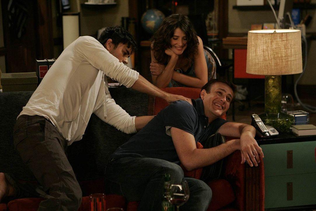 Bei einem gemeinsamen Abendessen stellt sich heraus, dass Robins (Cobie Smulders, M.) neuer Freund Gael (Enrique Iglesias, l.) nicht nur ein Windsur... - Bildquelle: 20th Century Fox International Television