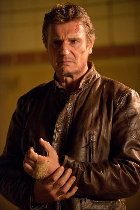 """Unter dem Spitznamen """"Totengräber"""" war er einst eine Legende in der Unterwelt, aber diese Tage liegen lange zurück. Inzwischen hadert Profi-Killer J... - Bildquelle: 2013 Warner Bros."""