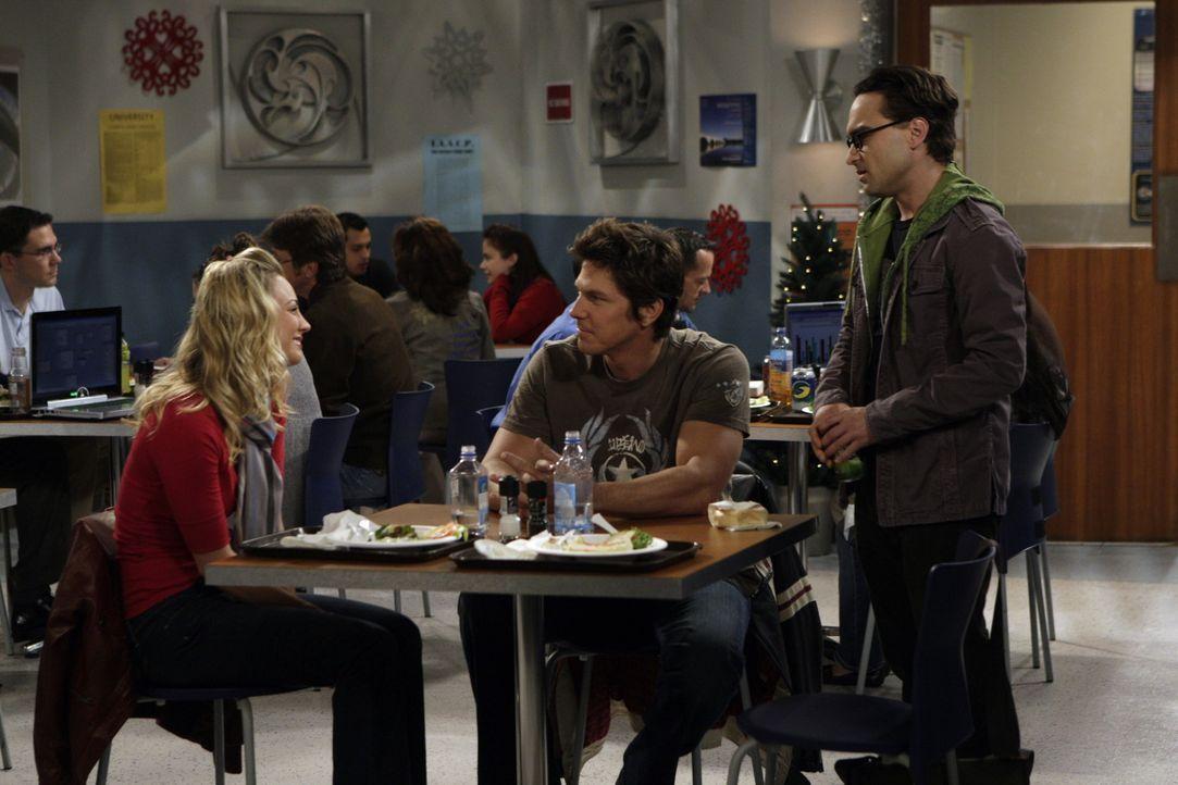 Während sich Sheldon Gedanken macht, was er Penny (Kaley Cuoco, l.) zu Weihnachten schenken kann, ist Leonard (Johnny Galecki, r.) überhaupt nicht... - Bildquelle: Warner Bros. Television