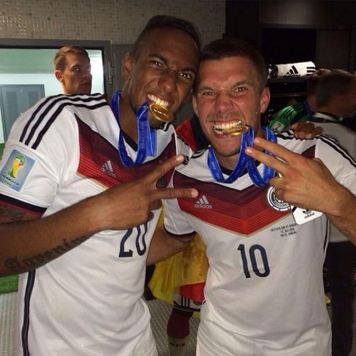 Die schönsten Selfies des WM-Sieges: Podolski und Boateng mit der Medaille - Bildquelle: Instagram