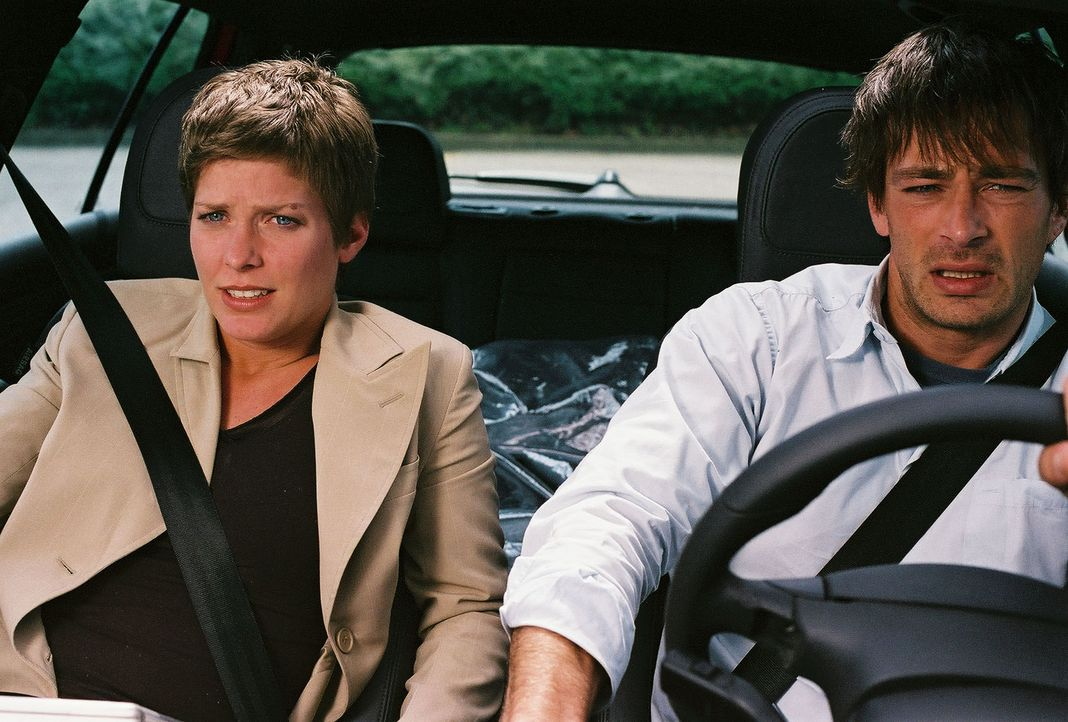 Eine rasante Fahrt auf Leben und Tod beginnt: Ben (Jan Sosniok, r.) und Kristina (Valerie Niehaus, l.) ... - Bildquelle: Prosieben