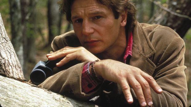 Eines Tages findet Dr. Jerome Lovell (Liam Neeson) in einer Hütte am See die...