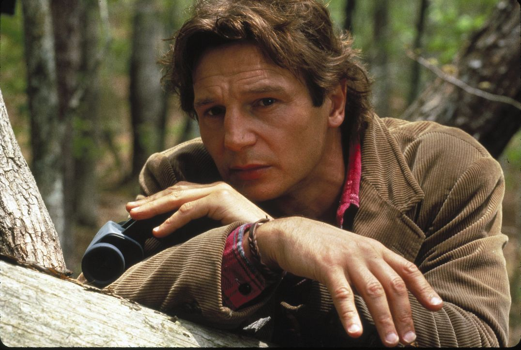 Eines Tages findet Dr. Jerome Lovell (Liam Neeson) in einer Hütte am See die völlig verängstigte und psychisch gestörte Nell ... - Bildquelle: 1994 TWENTIETH CENTURY FOX FILM CORPORATION All Rights Reserved.