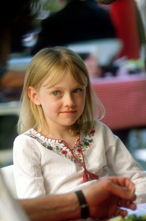 Ahnt nicht, dass ihr Vater ein gefährliches Spiel spielt: die kleine, süße Pita (Dakota Fanning) ... - Bildquelle: 2004 Epsilon Motion Pictures