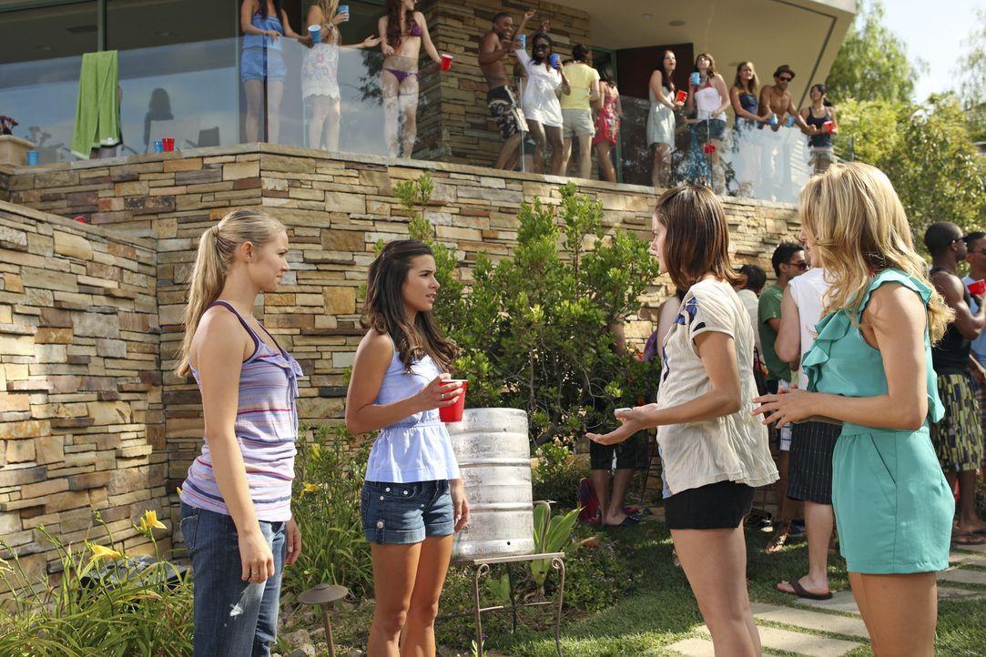Haben endlich eine Chance, sich ehrlich auszusprechen: Payson (Ayla Kell, l.), Kaylie (Josie Loren, 2.v.l.), Emily (Chelsea Hobbs, 2.v.r.) und Laure... - Bildquelle: 2010 Disney Enterprises, Inc. All rights reserved.
