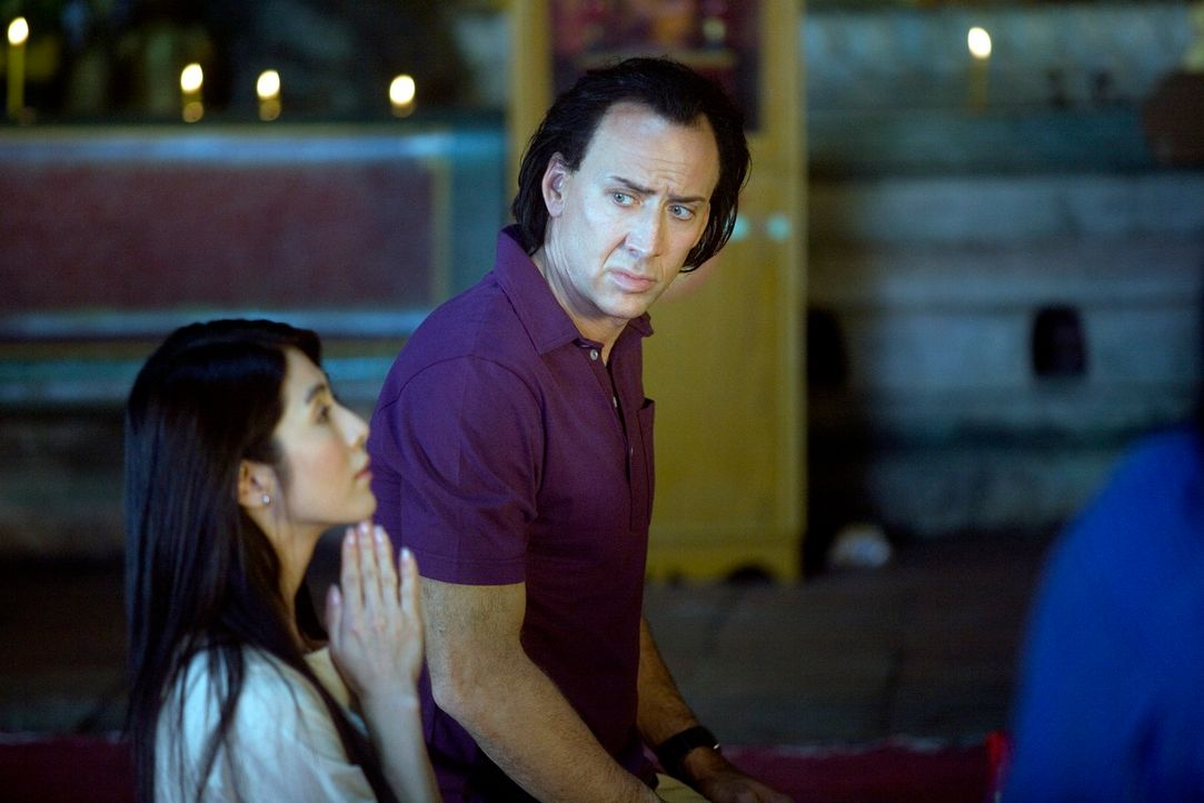 Als sich der abgebrühte Profikiller Joe (Nicolas Cage, r.) in Bangkok in eine taubstumme Apothekengehilfin (Charlie Yeung, l.) verliebt, wird aus de... - Bildquelle: Constantin Film