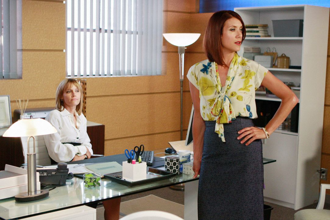 Kaum zu fassen: Addison (Kate Walsh, r.) muss Charlotte (KaDee Strickland, l.) mal wieder aus der Patsche helfen ... - Bildquelle: ABC Studios