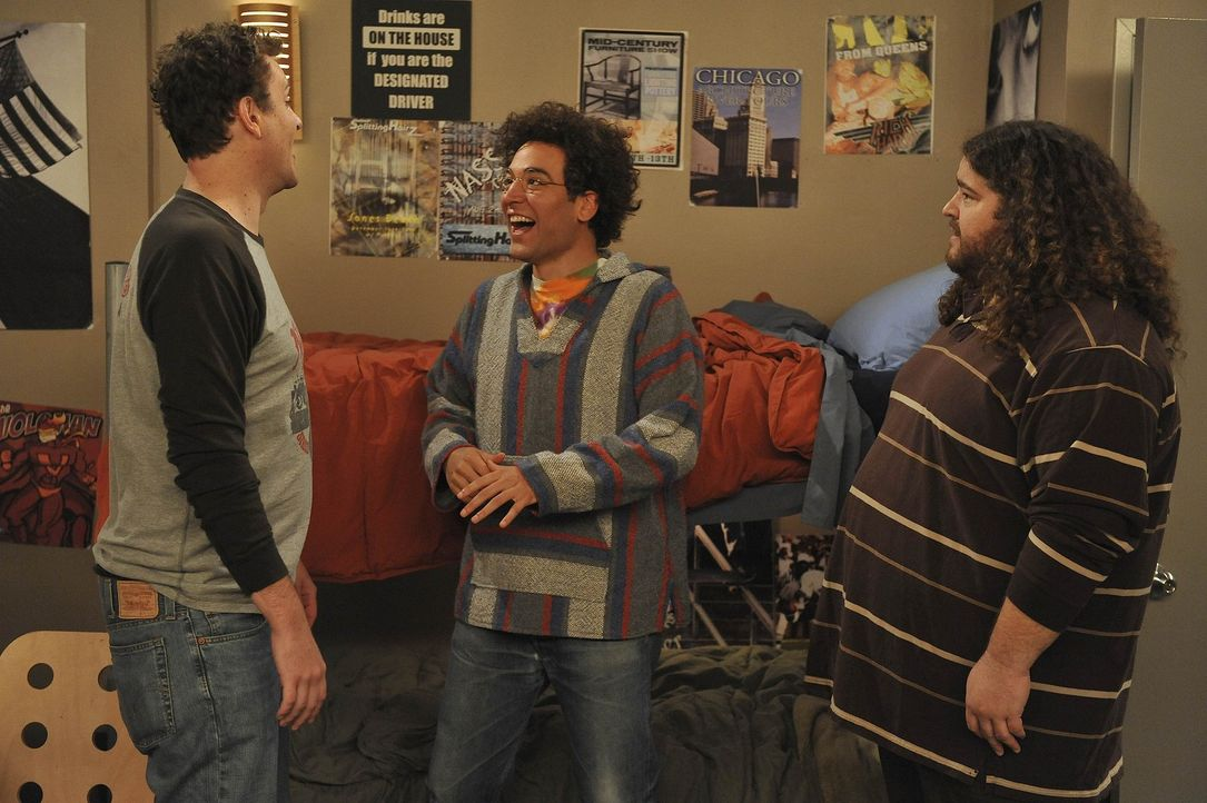 Erinnerung an die wilden Collage-Zeiten: Ted (Josh Radnor, M.), Marshall (Jason Segel, l.) und Blitz (Jorge Garcia, r.) ... - Bildquelle: 20th Century Fox International Television