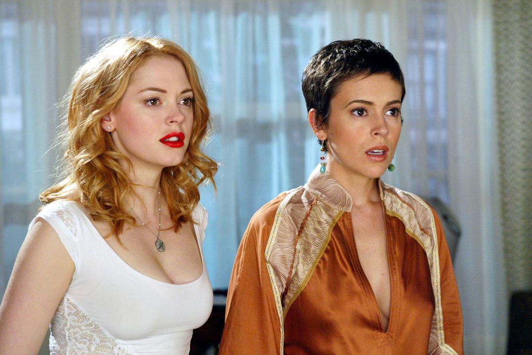 Gemeinsam versuchen Phoebe (Ayssa Milano, r.), Piper und Paige (Rose McGowan, l.), die Phoenix-Hexe Bianca zu besiegen ... - Bildquelle: Paramount Pictures.