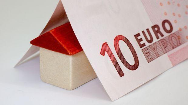Schnaeppchen_Haueser_kaufen_Geldschein_Haus_Spielzeug_Pixabay