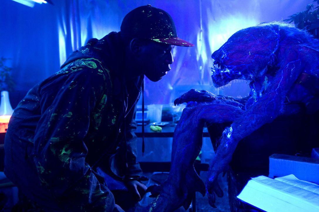 Eines Abends wird das Ghettokind Moses (John Boyega) von einem Alien angegriffen, welches mit einem Meteoriten in einem miesen Stadtteil Londons auf... - Bildquelle: Wild Bunch Germany 2013