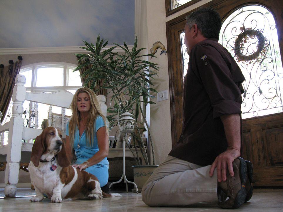 Erin Carrasco (l.) hofft auf die Hilde vom Hundeflüsterer Cesar Millan (r.). - Bildquelle: Rive Gauche Intern. Television