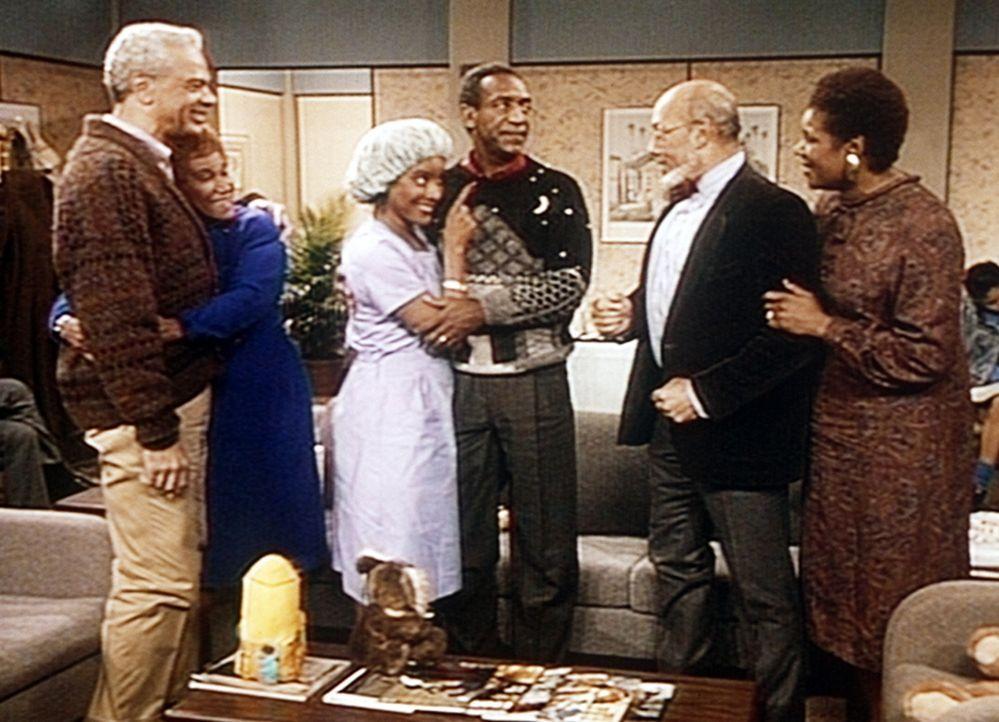 Russell (Earle Hyman, l.) und Anna (Clarice Taylor, 2.v.l.) warten genauso gespannt auf die Geburt wie Lester (Dennis Scott, 2.v.r.) und Francine (M... - Bildquelle: Viacom