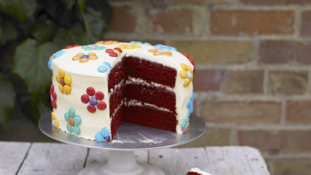 Dreilagiger Schokoladenkuchen Mit Smartie Bluten Rezept
