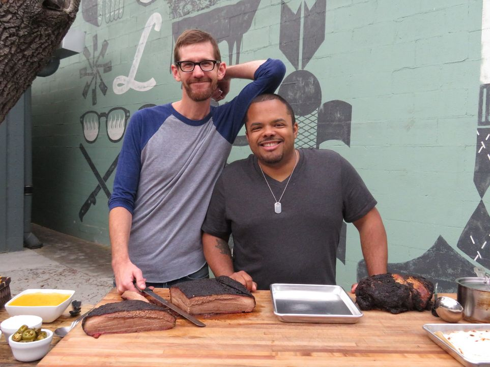 (v.l.n.r.) John Lewis; Roger Mooking - Bildquelle: Christopher Shane 2017, Television Food Network, G.P. All Rights Reserved./ Christopher Shane
