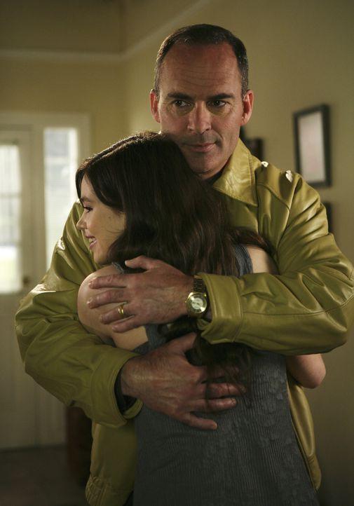 Wird George (Mark Derwin, r.) seine Familie und damit auch seine Tochter Ashley (India Eisley, l.) im Stich lassen? - Bildquelle: ABC Family