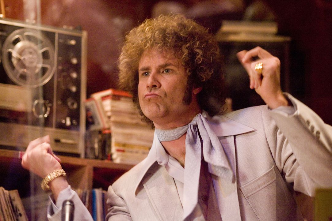 """Als der Songschreiber Jackie Moon (Will Ferrell) mit dem Schlager """"Love me sexy"""" berühmt und reich wird, investiert er sein Geld in das Basketballt... - Bildquelle: 2008 Warner Brothers"""
