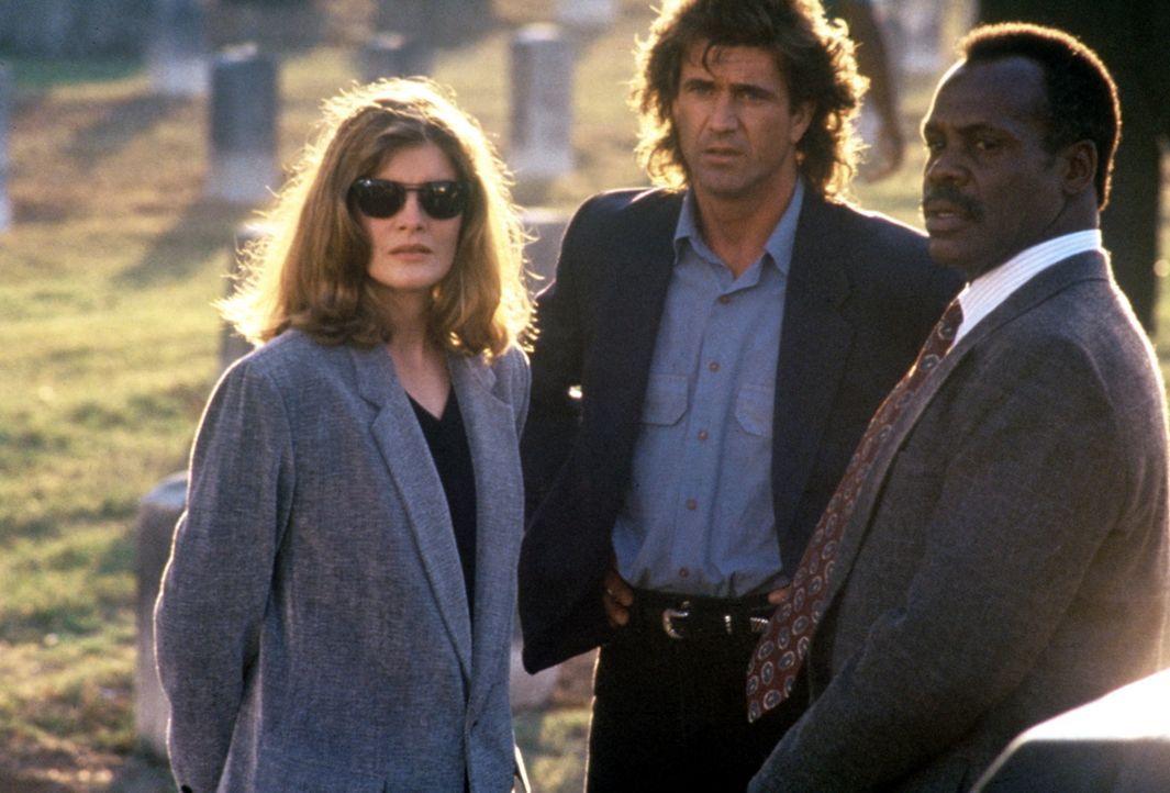 Ein unschlagbares Trio: Lorna (Rene Russo, l.), Riggs (Mel Gibson, M.) und Murtaugh (Danny Glover, r.) ... - Bildquelle: Warner Bros.