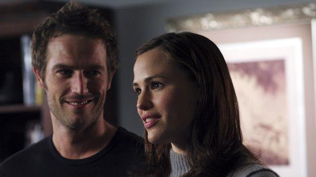 Sydney (Jennifer Garner, r.) und Vaughn (Michael Vartan, l.) schleusen sich m...