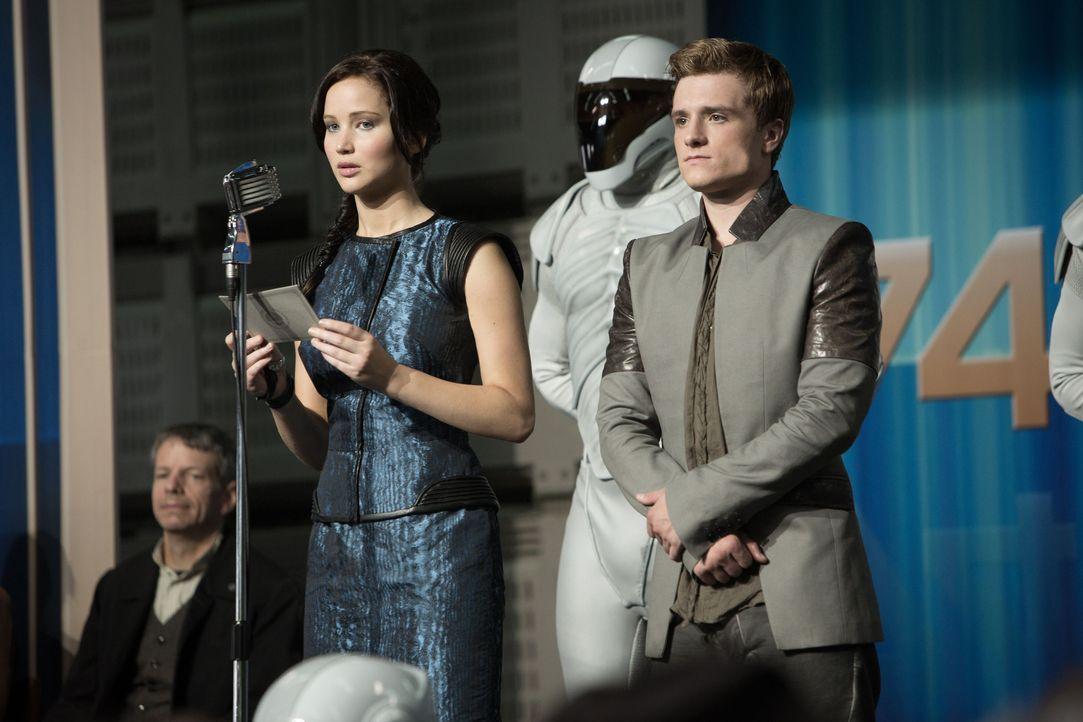 Peeta und Katniss auf Tour durch die Distrikte - Bildquelle: Studiocanal