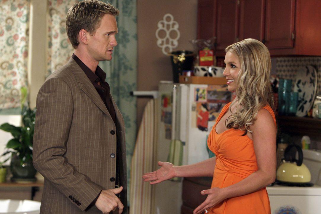 Barney (Neil Patrick Harris, l.) hat die Frau erwischt, die ihm in letzter Zeit seine Aufrisse verdorben hat. Es ist Abby (Britney Spears, r.), die... - Bildquelle: 20th Century Fox International Television