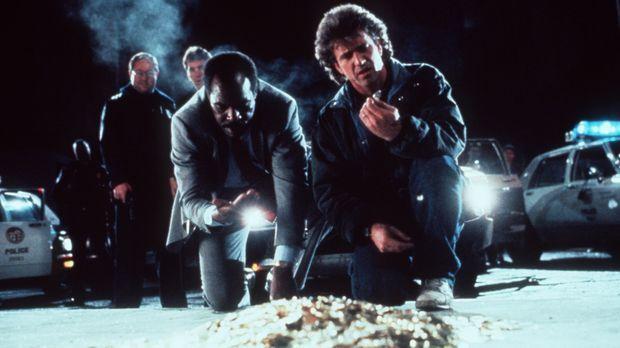 Als die Cops Murtaugh (Danny Glover, 2.v.r.) und Riggs (Mel Gibson, r.) bei e...