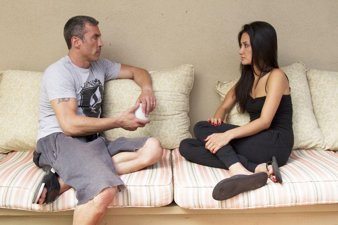 Nachdem Chris (l.) und Megan (r.) von Leigh Anns Affäre erfahren haben, sind sie geschockt und versuchen verzweifelt, ihren Alltag wieder auf die Re... - Bildquelle: Showtime Networks Inc. All rights reserved.