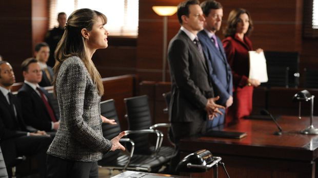 Die Staatsanwältin Laura Hellinger (Amanda Peet, l.) weiß genau, wie sie im G...
