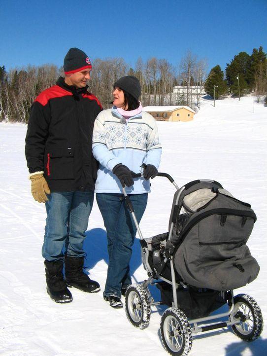 Im Frühjahr sind Gabi Heuser (45) und Dirk Bauer (39) mit Baby Samantha nach Kanada ausgewandert, in ein kleines Dörfchen namens Plaster Rock in New... - Bildquelle: kabel eins