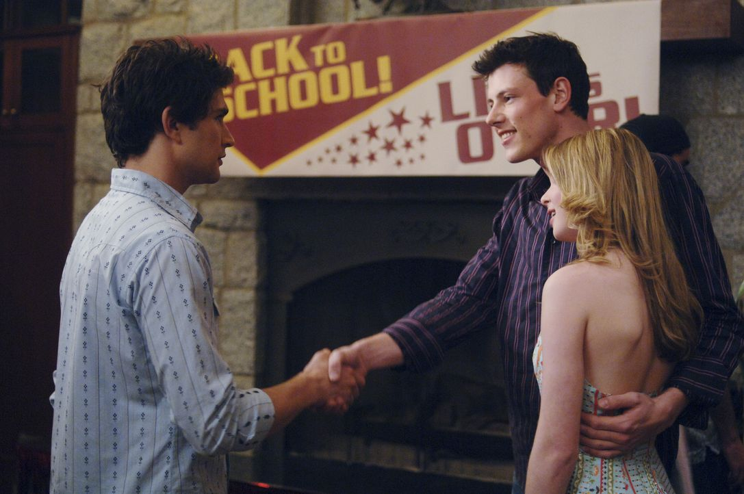 Zu seinem Entsetzten lernt Kyle (Matt Dallas, l.) auf einer Party Charlie (Cory Monteith, M.), Amandas (Kirsten Prout, r.) Freund kennen ... - Bildquelle: TOUCHSTONE TELEVISION