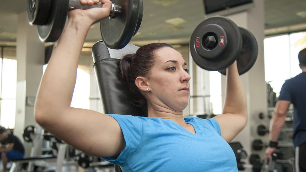 Geliebte Rückenübungen mit Hanteln: Tipps - SAT.1 Ratgeber @KN_85