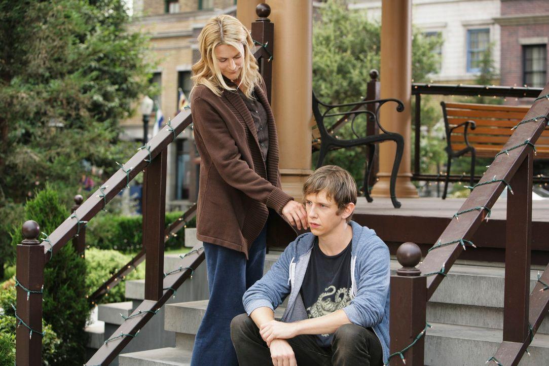Bevor Amy Warner (Thea Gill, l.) endlich ins Licht gehen kann, will sie sich von ihrem Sohn Garrett (Hank Harris, r.) verabschieden ... - Bildquelle: ABC Studios