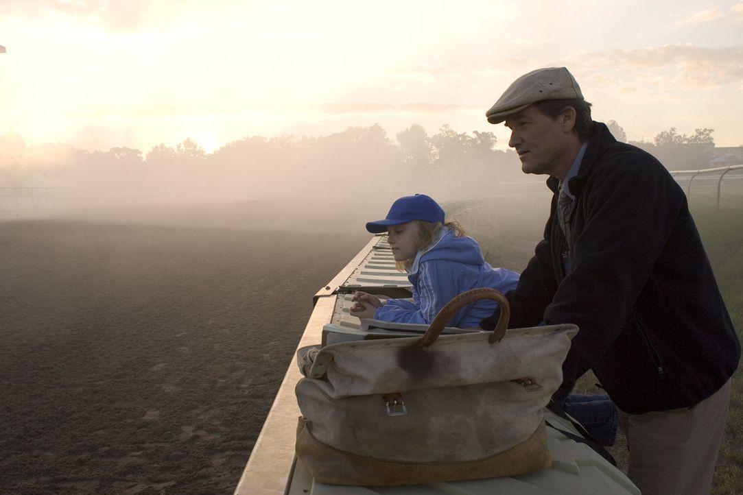 Als er seinen Job verliert, stürzt für Ben Crane (Kurt Russel, r.) eine Welt zusammen. Wird seine Tochter (Dakota Fanning, l.) ihn wieder aufmunte... - Bildquelle: Epsilon Motion Pictures
